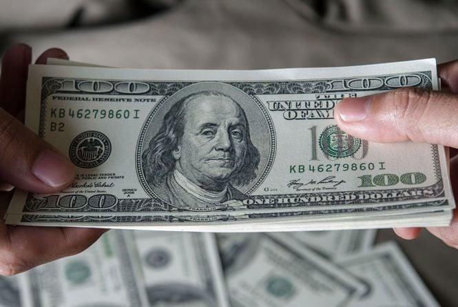 Тендер, гроші, акти. Приніс долари поліцейським — опинився на лаві підсудних