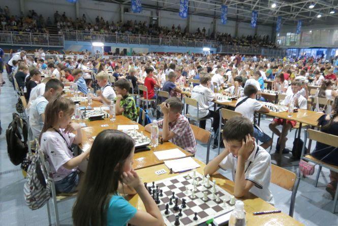 У Вінниці встановили національний рекорд, організувавши наймасовіше шахове змагання в Україні «Золота молодь»