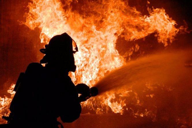 Пустощі з вогнем та підпал: горів зерносклад та дві господарчі будівлі