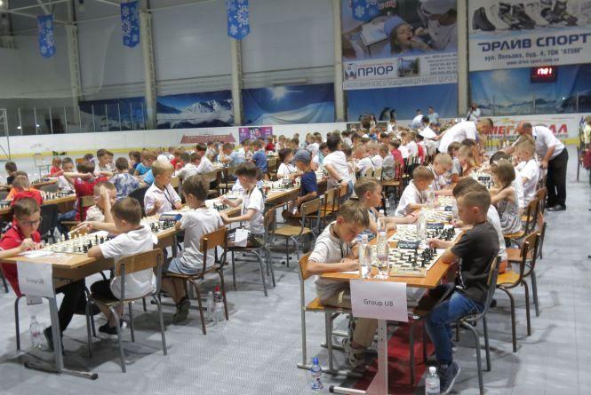 В молодшій групі наймасовішого шахового фестивалю в Україні «Золота молодь» лідерство захопив вінничанин