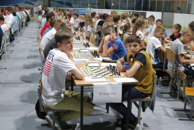 Наймасовіший шаховий фестиваль в Україні «Золота молодь» вийшов на фінішну пряму: лідирують кияни і одесити
