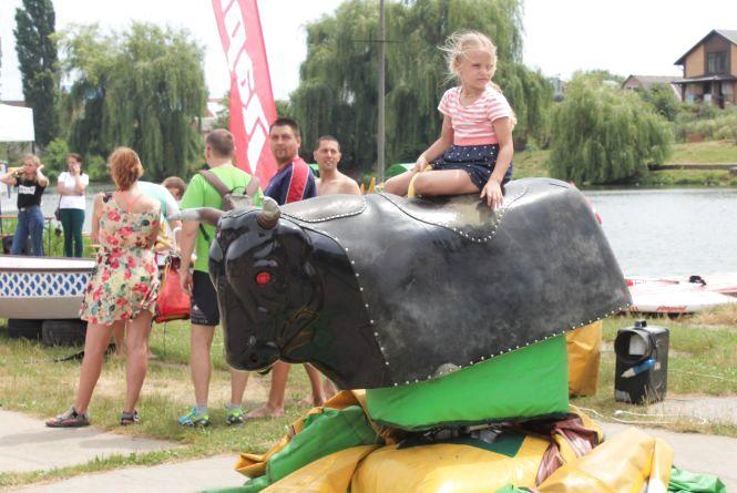 Серфінг з веслом, пінна вечірка та волейбол. Які розваги є на Vinnytsia Food Fest