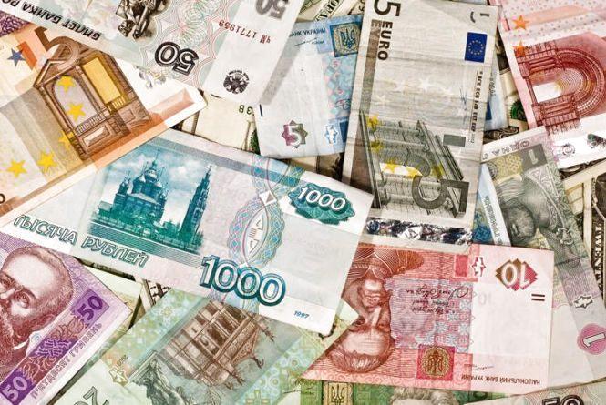 Два тижні до виборів у Верховну Раду: що очікує долар, євро та рубль?