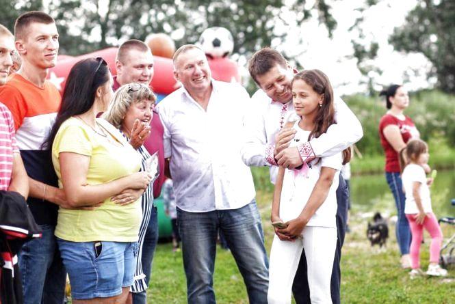 Івана Купала разом з Володимиром Кістіоном (Політична реклама)