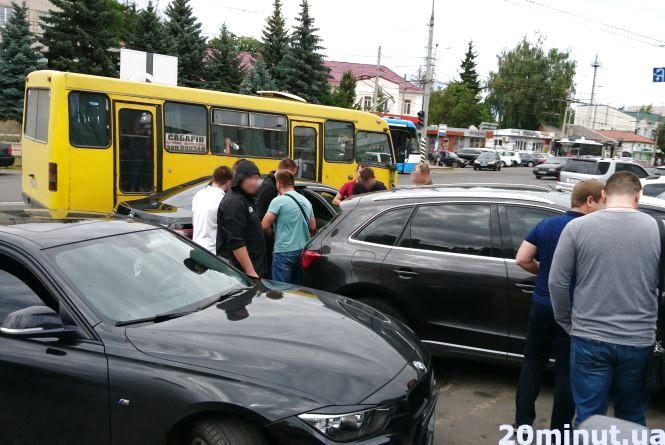 Спецоперація на Пирогова: затримали чоловіка на чорній «Тойоті» (ОНОВЛЕНО)