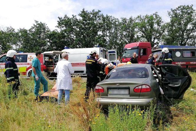 Вінницька родина потрапила у смертельне ДТП під Миколаєвом. Потрібна допомога