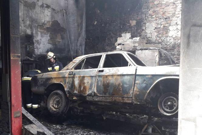 Намагався власноруч загасити полум'я: вінничанина госпіталізували з опіками