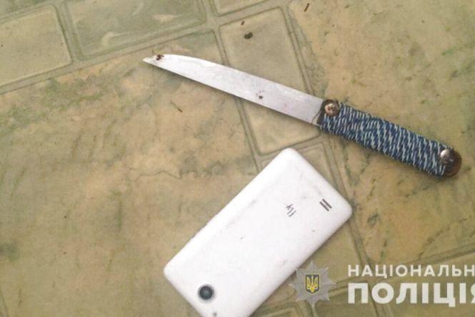 Зек, який втік з поселення, напав з ножем на дівчину та вкрав картоплю
