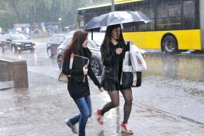 Дощі з грозами та спека +33: з'явився прогноз погоди на початок тижня