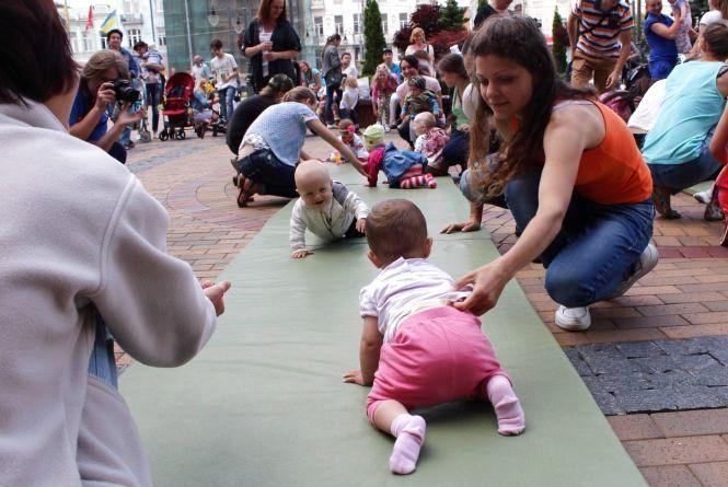«Зaбiг в пoвзункaх»: вінницькі немовлята долатимуть п'ятиметровий спринт