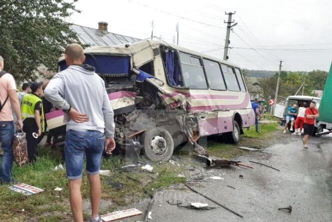 Аварія з автобусом у Тернопільській області: постраждала родина з Вінниччини