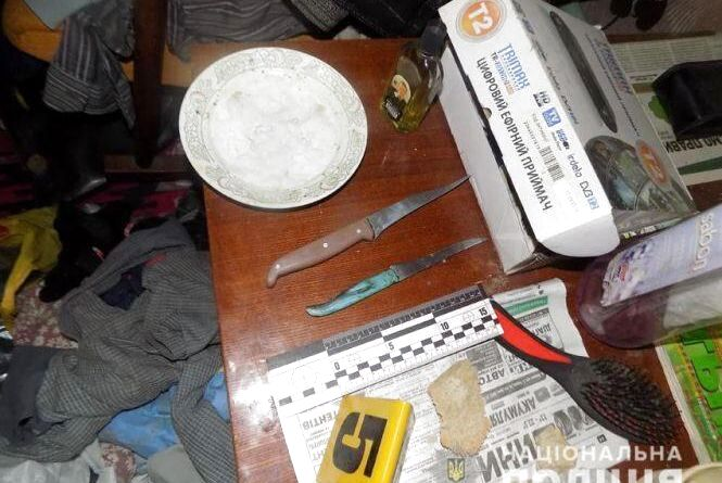 Син зарізав батька: розповіли подробиці слідства щодо моторошного вбивства