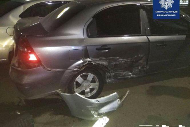 На Привокзальній п'яний водій на Mazda протаранив три припарковані автівки