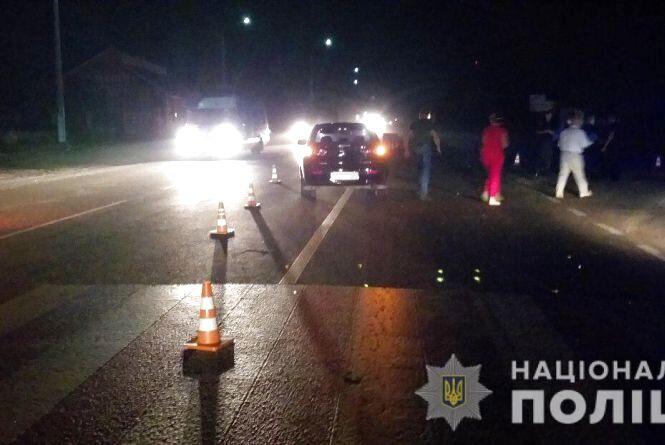 У Корделівці на «зебрі» водій збив трьох пішоходів. Жінка та двоє дітей у реанімації