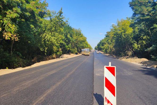 Ремонтують дорогу від Вінниці до Могилів-Подільського. Оновлять 8 кілометрів