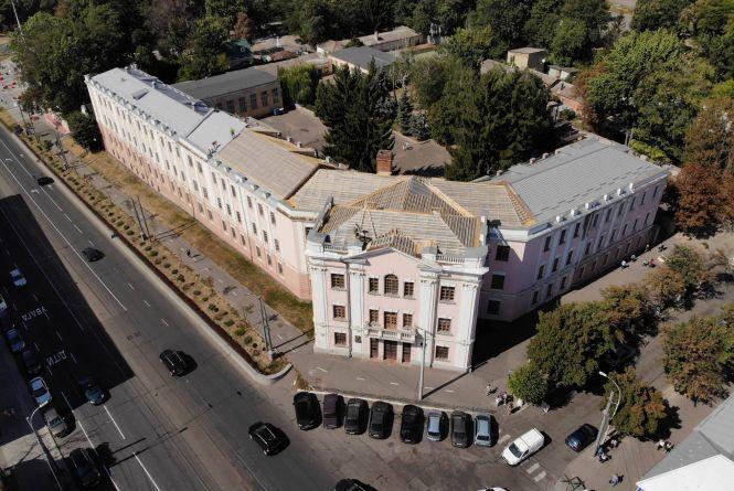Реставрація школи-гімназії №2: цьогоріч оновлять дах, наступного року — фасад