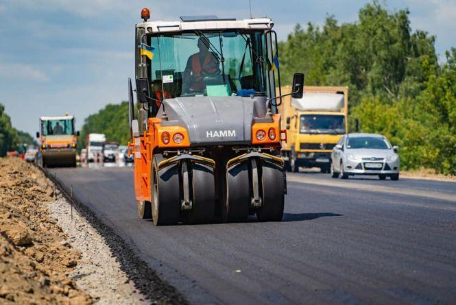 На Вінниччині продовжують ремонтувати дороги. Нині оновлюють дві ділянки