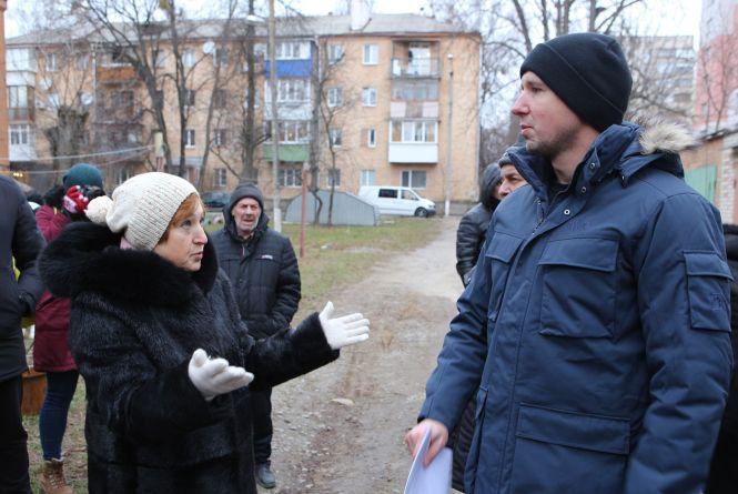 Як жителі на Пирогова не дають забудувати свій двір
