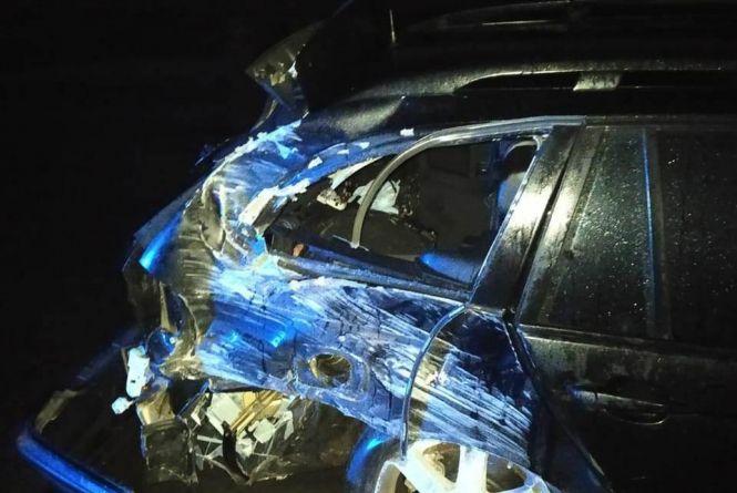 У Гайсині BMW протаранило відбійник. Постраждала пасажирка