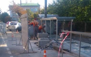 На Толстого почали встановлювати підземні контейнери для збору сміття