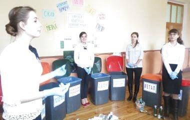 Школи Вінницького району навчилися заробляти на сортуванні сміття