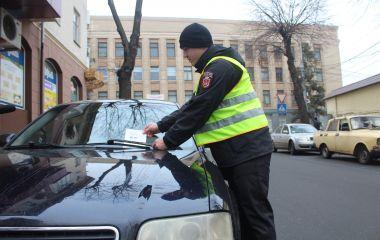 Жодного водія не оштрафували. Понад 13 тисяч порушень правил парковки зафіксували у Вінниці