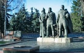 «Досі шануємо героїв імперії»: з Європейської площі пропонують прибрати пам'ятник