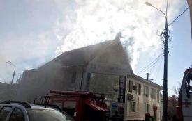 Пожежа біля мерії. Перекрили рух по вулиці Оводова (ФОТО та ВІДЕО з місця)