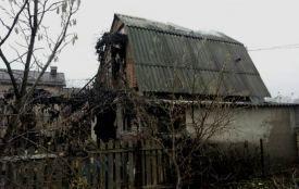 Пожежа на Абрикосовому: 11 рятувальників двома машинами гасили будинок (ФОТО)