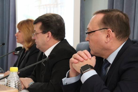 """""""Трое в лодке"""" не рахуючи заступника голови облради Олександра Качура. Він прийшов після перерви"""