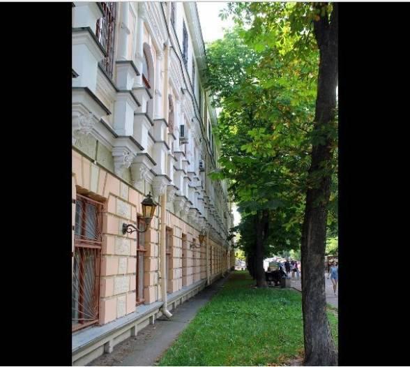 Будівля міського суду на Грушевського, 17.