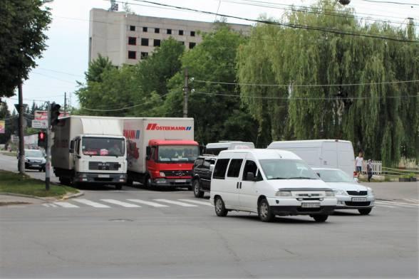 Увесь автотранспорт, що їде на Первозванного, пустять по вулиці Ващука.