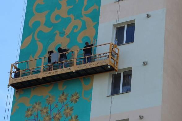 У п'ятницю, 25 серпня, художники завершували малювати мурали на Слов'янці