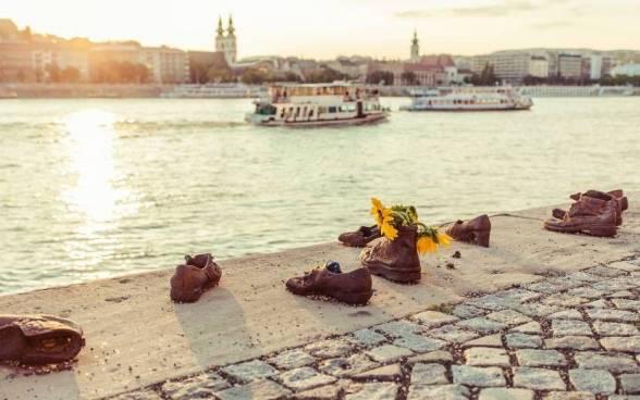 Пам'ятник «Бронзове взуття»