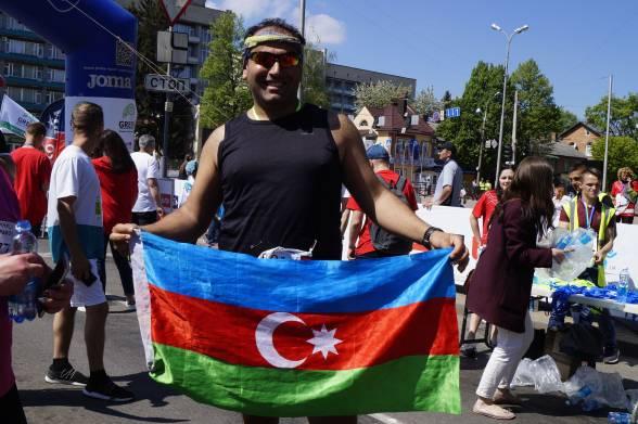 Еміль Ізмаілов родом з Азербайджану, живе в Туреччині. Напівмарафон пробіг за годину і тридцять п'ять хвилин. Траса йому сподобалась і він був здивований теплим прийомом і привітними жителями міста