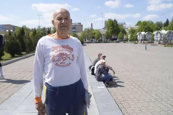 82-річний Віктор Фірсов став найстаршим учасником забігів. Бігом почав займатись ще у 60-х роках. Цього разу біг дистанцію у 1,5 кілометра. На забіг чоловік прийшов в одязі з емблемою Вінницького клубу бігу «Juventus» 1977 року