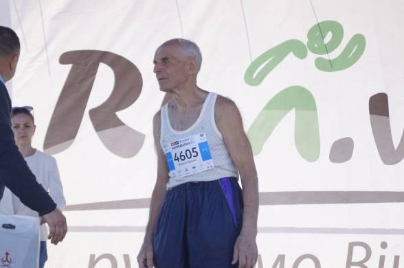 Микола Дудік був найдорослішим учасником забігу на 10 кілометрів серед чоловіків. Чоловік пообіцяв, що наступного року пробіжить напівмарафон, адже постійно тренується