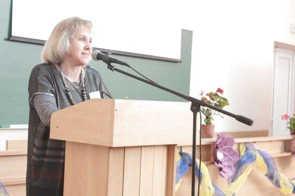 Інна Завальнюк - декан факультету філології та журналістики, приєдналася до привітального слова та уточнила організаційні моменти.