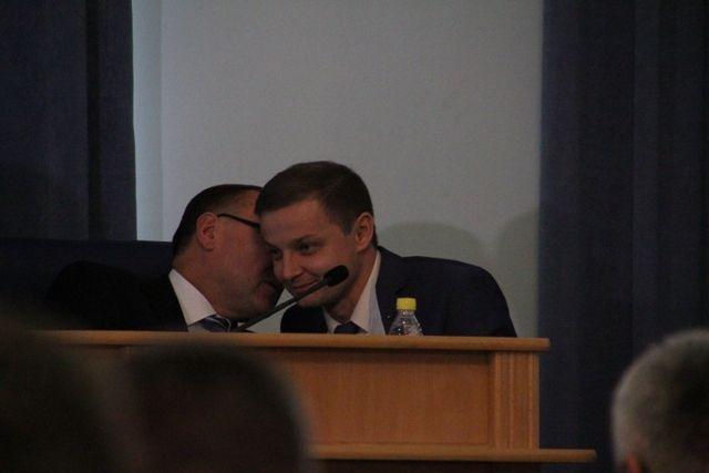 Голова ОДА Валерій Коровій по-секрету гендиректору «Вінницяобленерго» Андрію Поліщуку