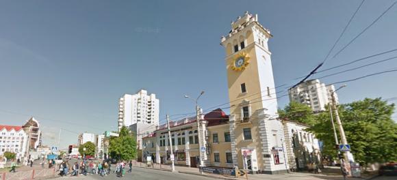 Центральна частина Хмельницького практично «всипана» безліччю магазинів 490abc0468e2b