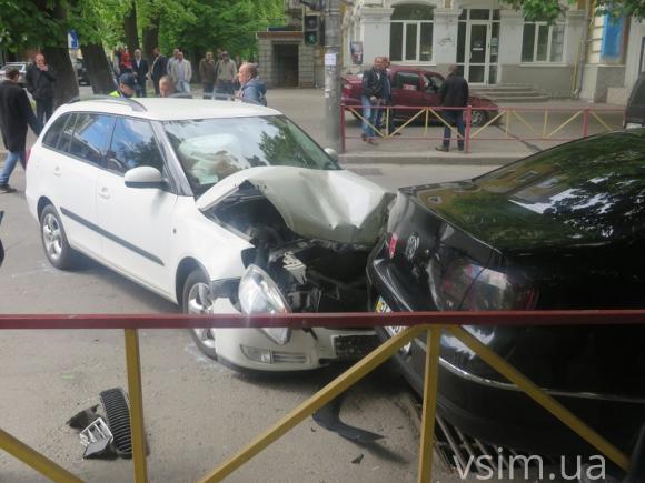 У Хмельницькому зіткнулись дві автівки - фото 2