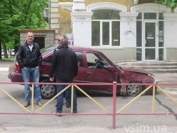У Хмельницькому зіткнулись дві автівки - фото 3