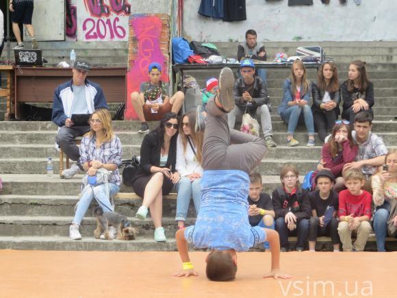 """У Хмельницькому відбувся фестиваль вуличних видів мистецтва """"Джемчик 6.0"""" - фото 1"""