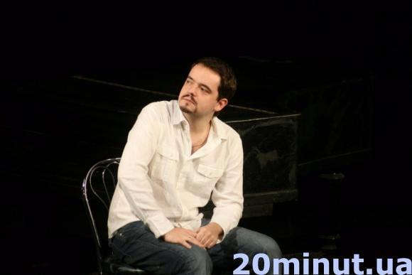 Актёр Василий Голованов  «Многие ситуации и фразы перекочевали из семейной  жизни на сцену» cd10839c06b5b