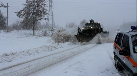 Штормове попередження: завтра на Прикарпатті сильний сніг, на дорогах – ожеледиця